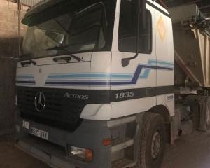 Subasta online de Cabeza tractora Mercedes 1835  año 05/2002, camión en perfecto estado de conservación