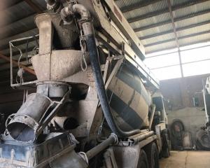 Subasta online de Camión hormigonera con bomba de 20 metros Renault  3 ejes 400cv  año 1999, camión en perfecto estado de conservación